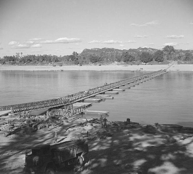 Bailey_bridge_over_the_Chindwin_River_near_Kalewa,_December_1944.jpg